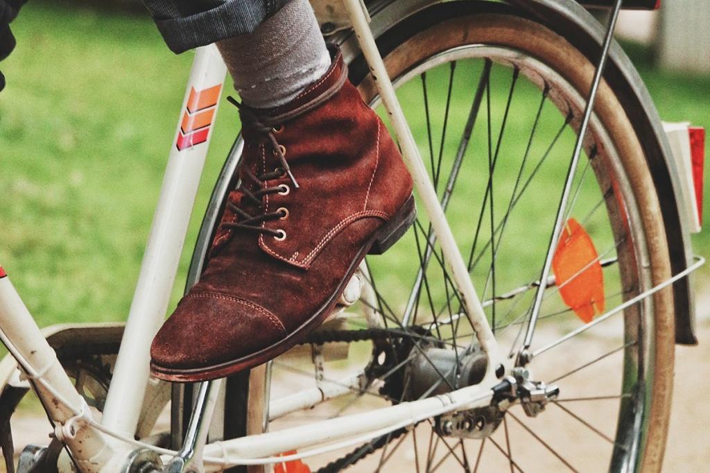 Кожа, лак, замша, нубук: как правильно ухаживать обувью в зависимости от ее типа