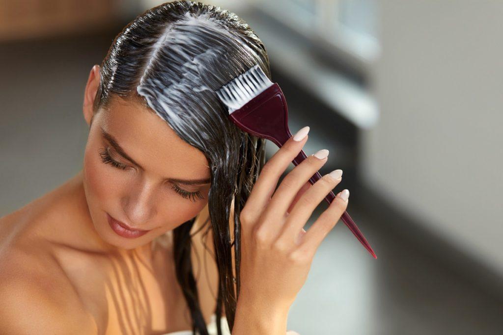 Особливості домашнього фарбування волосся