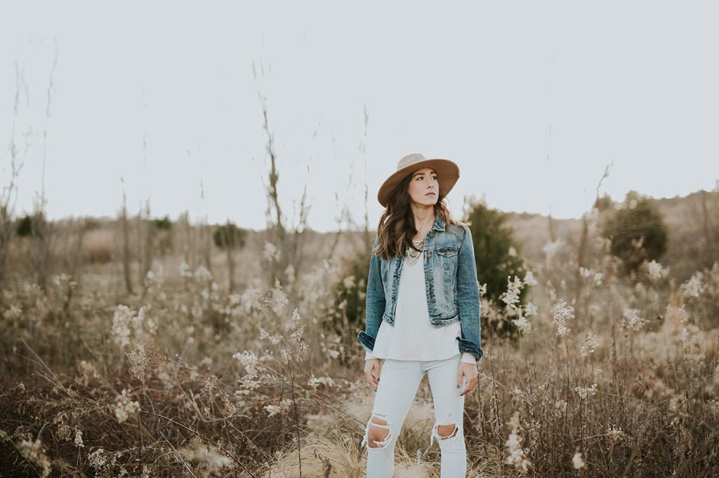Джинсова сорочка: Як носити, щоб виглядати стильно
