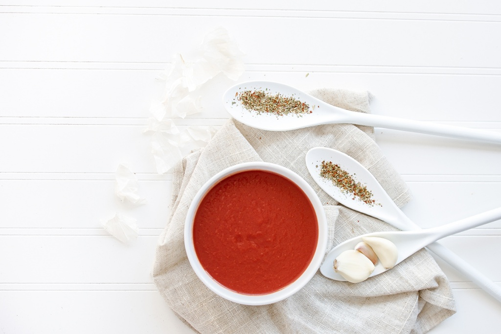 3 небанальних рецепти холодних супів