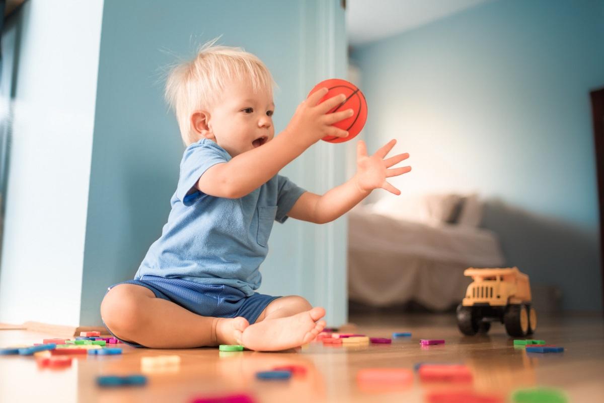 15 ігор для розвитку малюків від 6 місяців до року