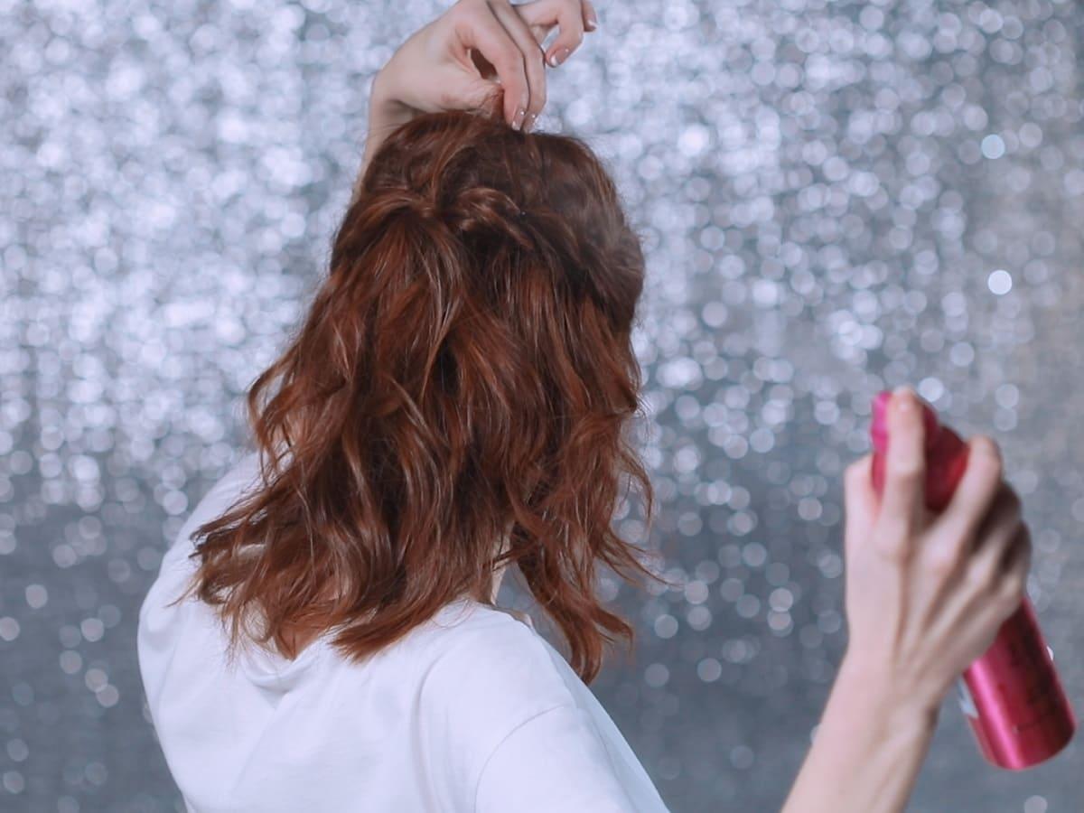Романтична зачіска з плетінням та локонами