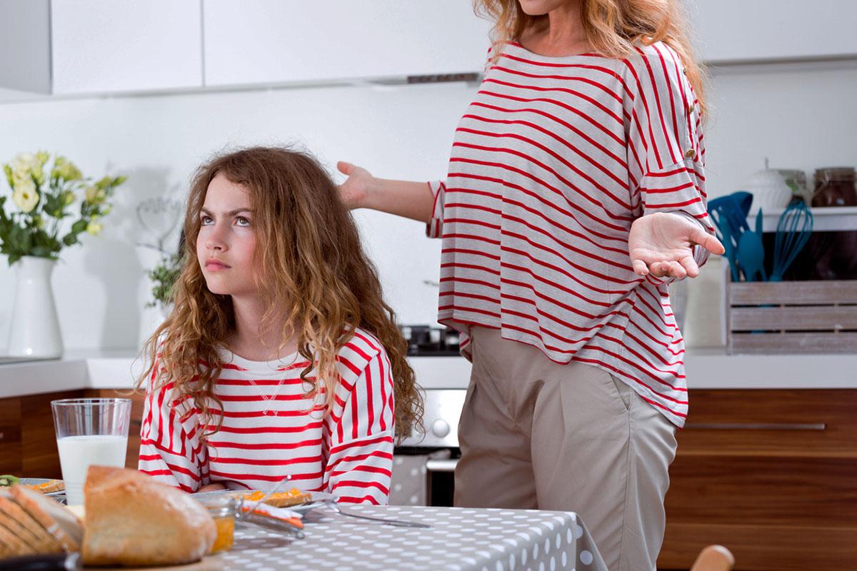Чому підлітки грублять батькам і як на це реагувати