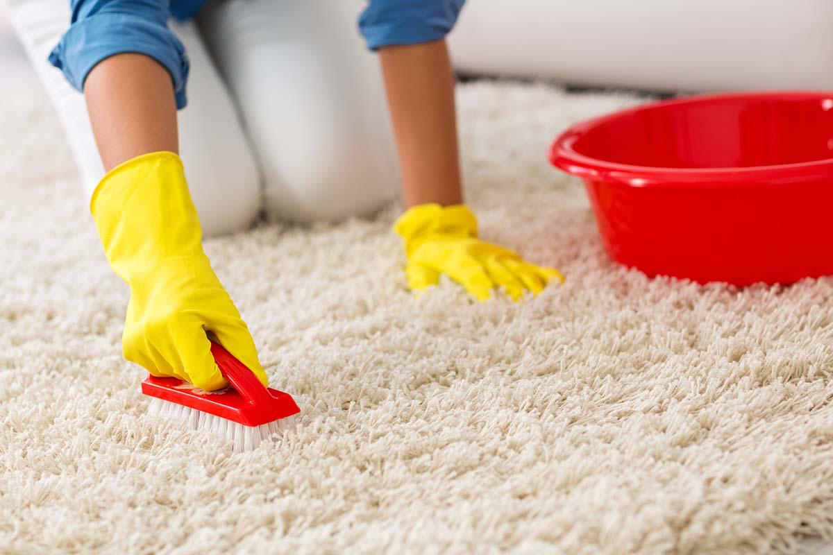 Как самостоятельно почистить ковры