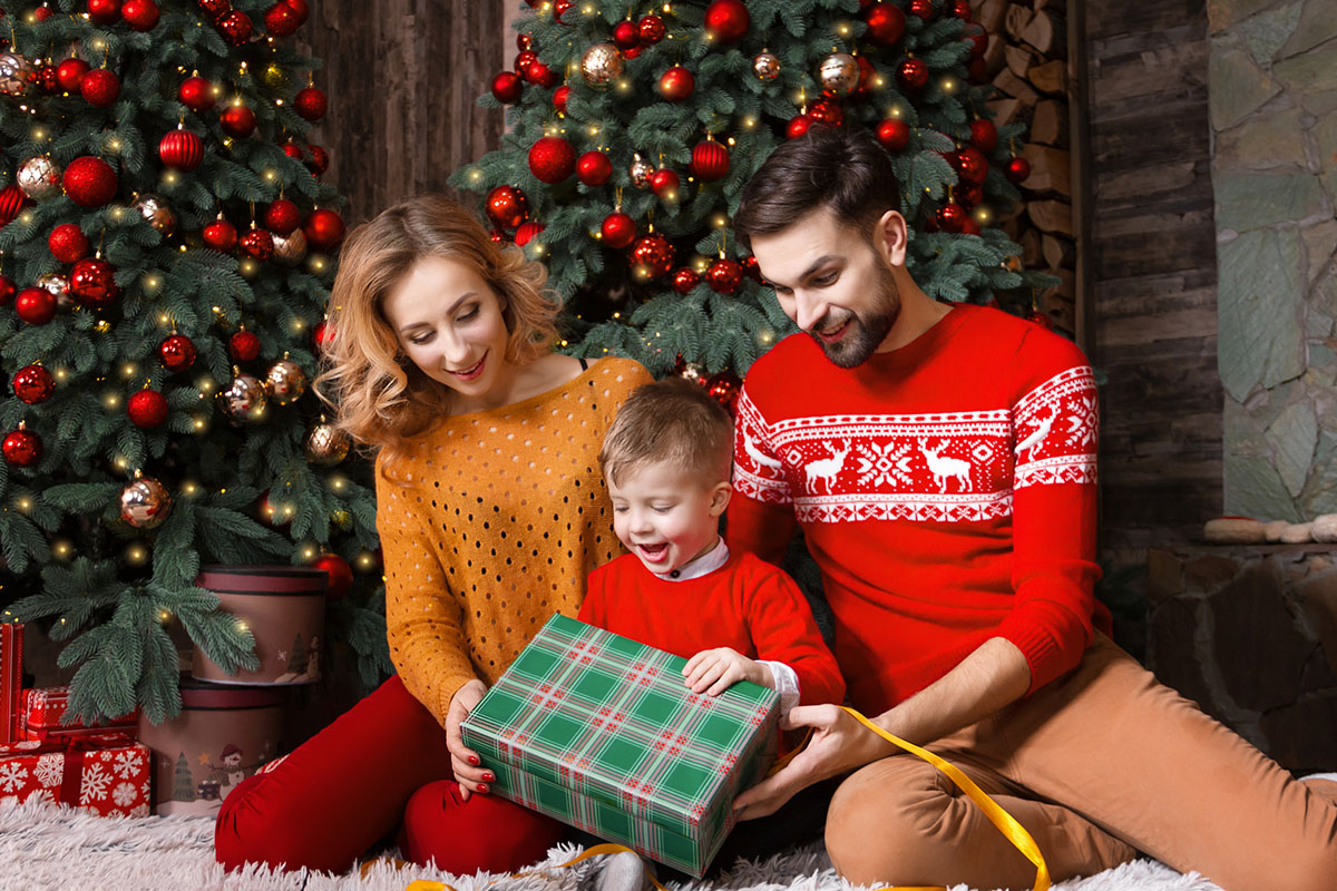 Вибираємо подарунки на Новий рік для дитини: ідеї подарунків на будь-який вік