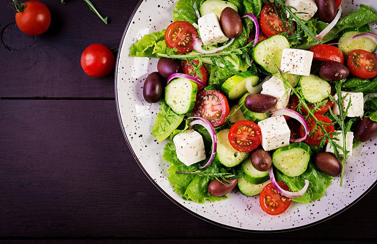 Вкусные салаты на Новый год: рецепты для всей семьи + идеи оформления стола