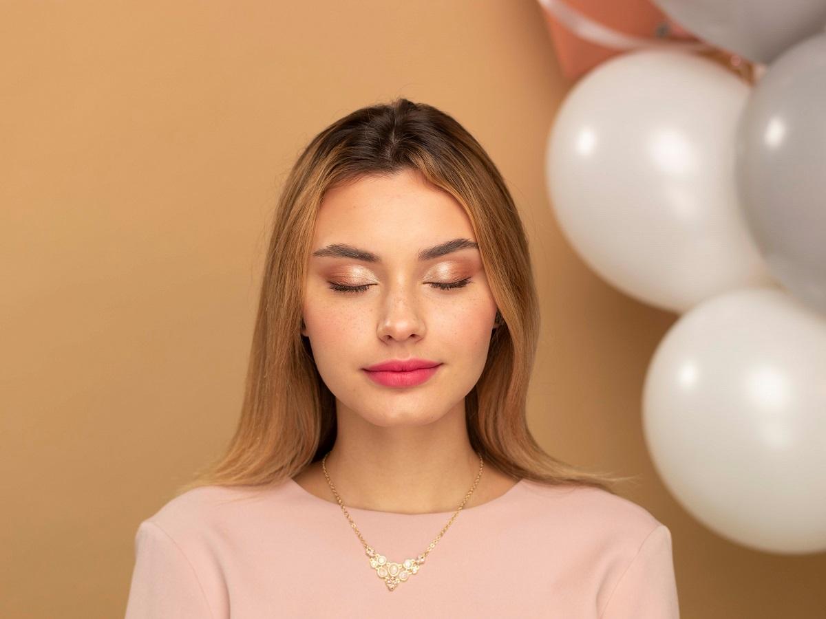 Романтический образ ко Дню влюбленных: макияж и прическа