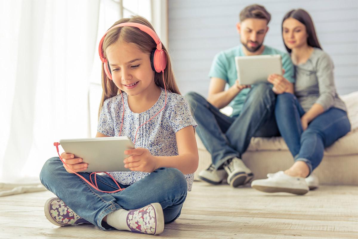 Слушать и слушаться: подкасты для родителей