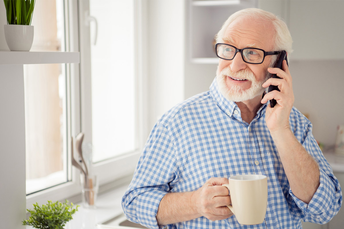«Тепер я твій учитель»: як навчити бабусю і дідуся робити покупки, не виходячи з дому