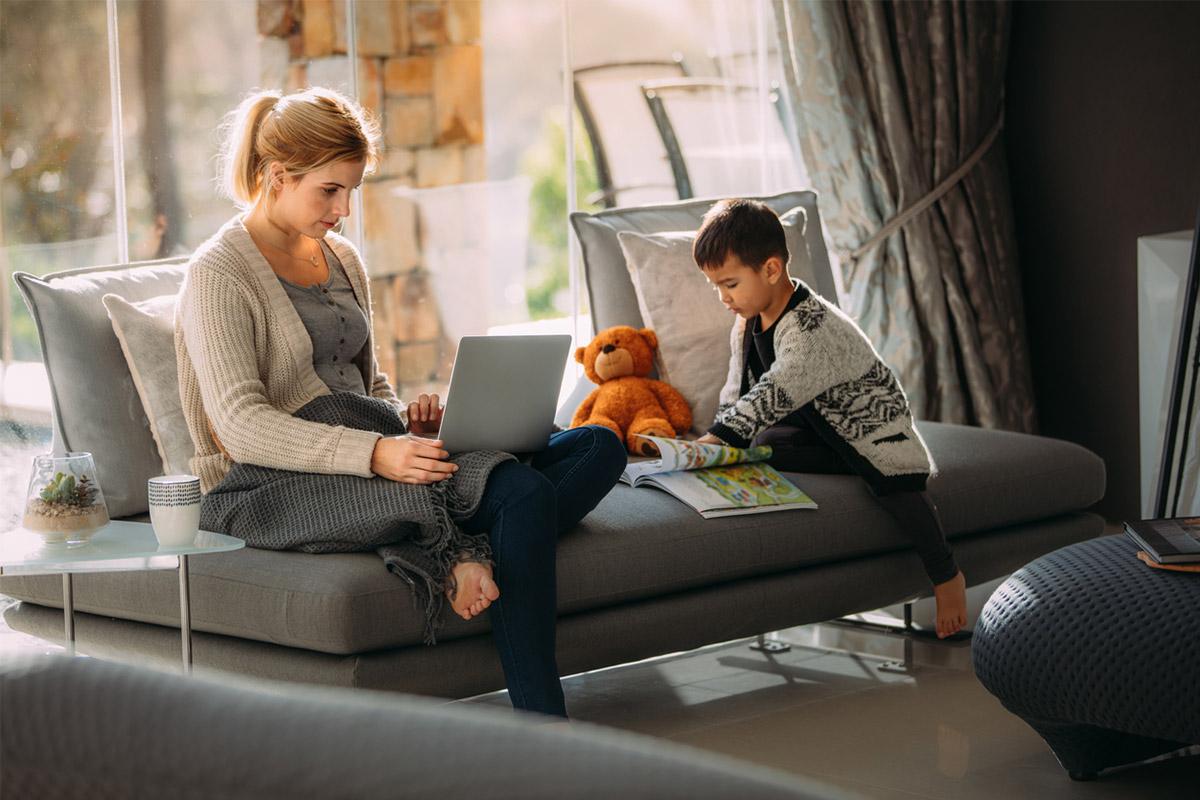 20 способів зайняти дитину, коли працюєш вдома