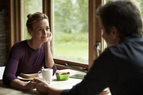 Как научиться делиться эмоциями и переживаниями | EVA Blog