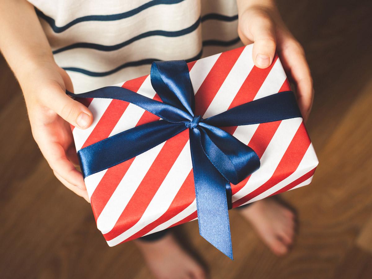 Что подарить ребенку ко Дню защиты детей?