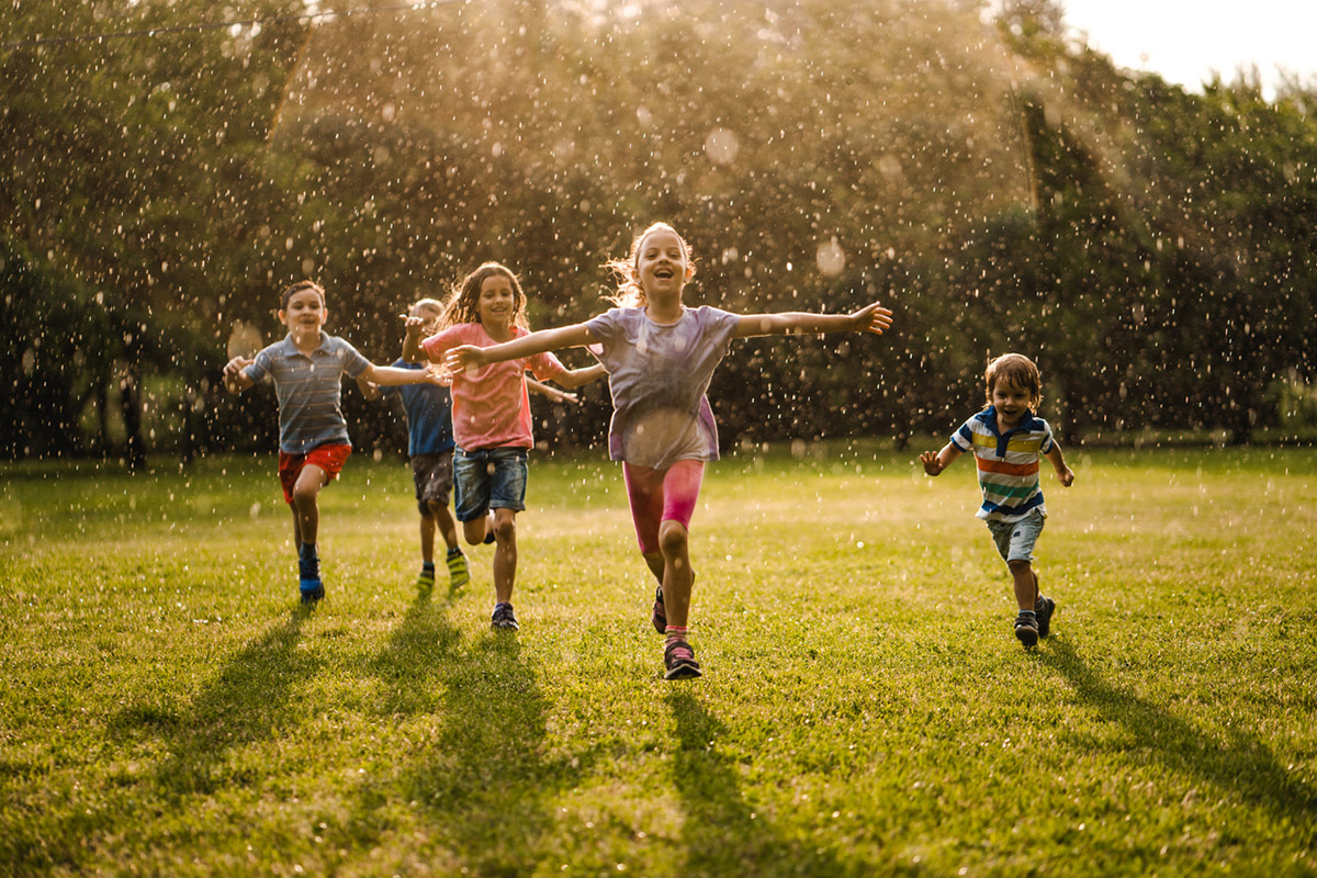 Играем вместе: польза игр на свежем воздухе